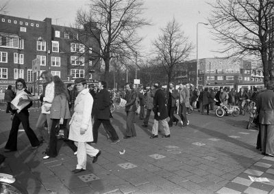 Visitors arrive at the stadium, November 18, 1973, Amsterdam (Photo: National Archives of the Netherlands / Anefo)