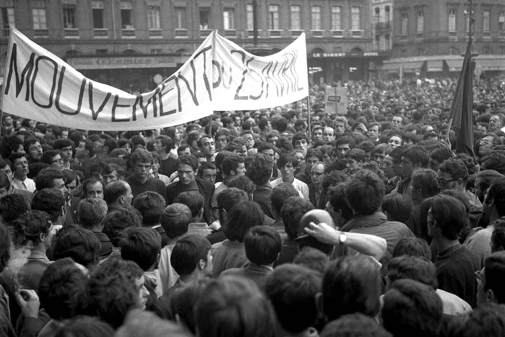Student demonstration on Place du Capitole, May 24, 1968 (Photo: Fonds André Cros, Wikimedia Commons)