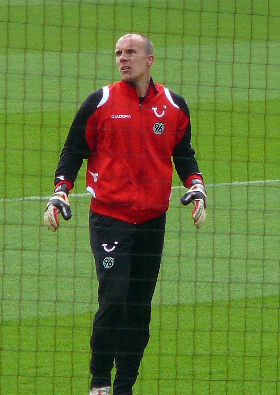 Robert Enke before a home-game for Hannover 96 (Photo: Wikimedia Commons)