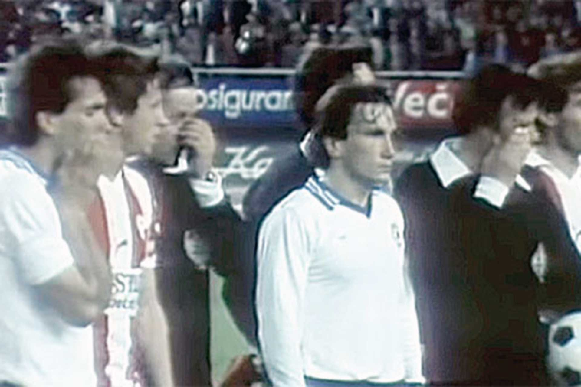 Footballers of Hajduk Split and Red Star Belgrade after the match was stopped (Photo: TV snapshot)