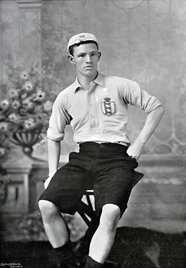 Rab Howell in his England kit (Photo: A. & G. Taylor / Wikimedia Commons)
