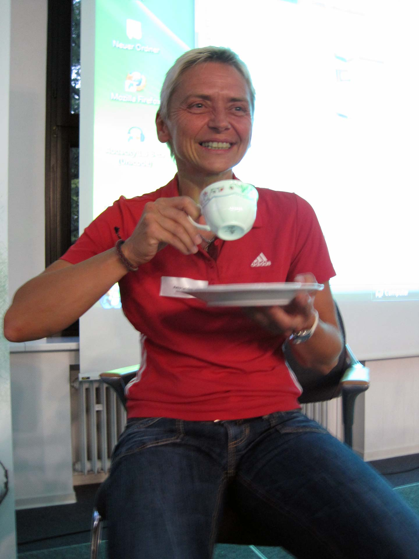 Petra Landers with the tea set she received upon winning the Euro's in 1989 (Photo: Flickr, Heinrich-Böll-Stiftung).