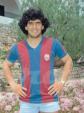 Diego Maradona signing for Barcelona, June 1982 (Source El Gráfico)